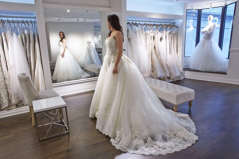 салон свадебных платьев с картинками спелая женщина достигает